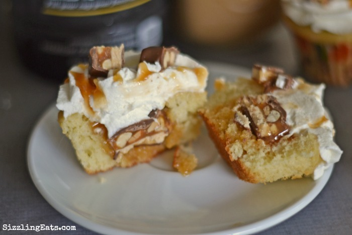 snickers-cupcake-inside