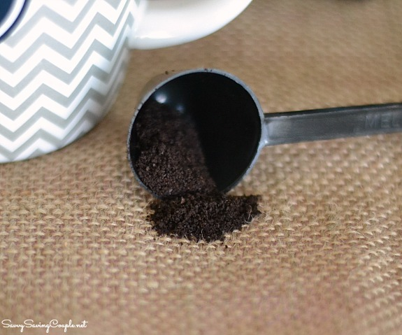 ground-coffee-in-scoop