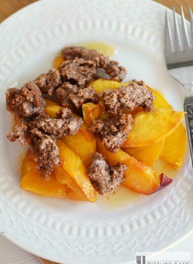Peach-Crumble-in-dish