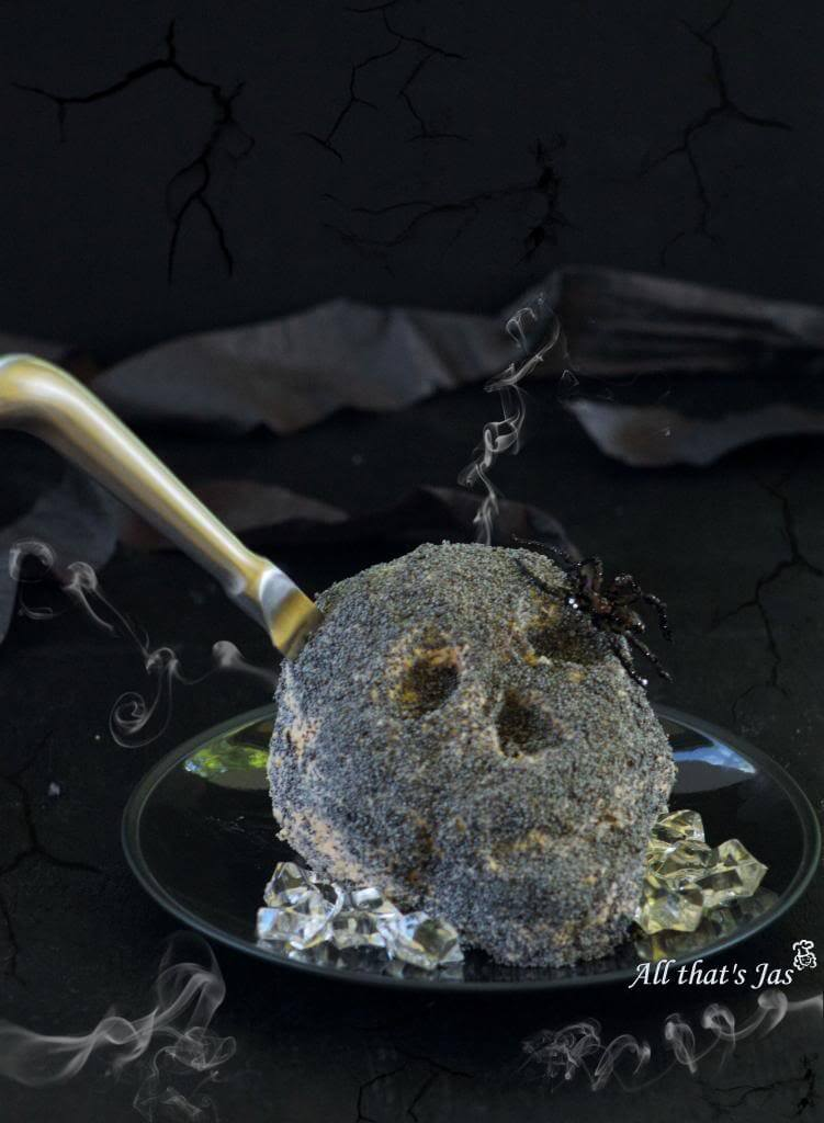 Skull-cheeseball
