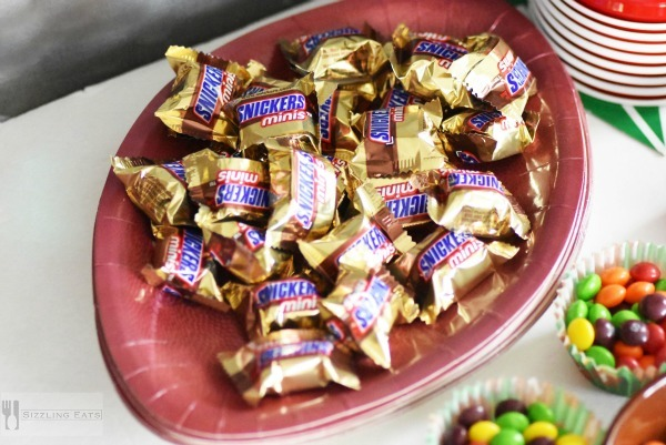 snickers-minis-football