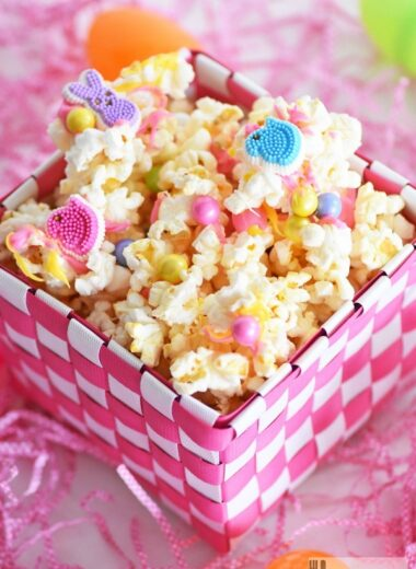 Easter-candy-popcorn-mix