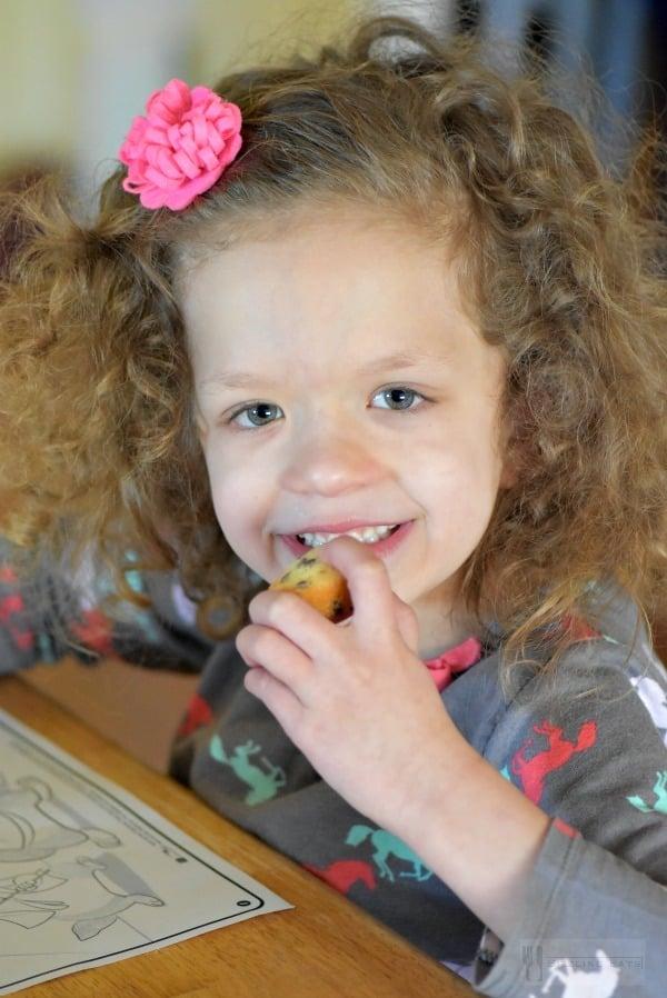 Girl-Eating-little-bites