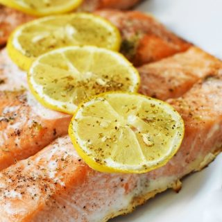Oven-baked-salmon-with-lemon