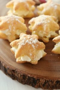 20 Minute Snowflake Cream Puffs