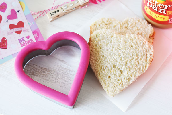 heart-shaped-sandwich