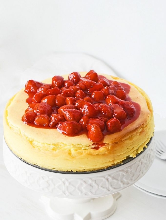 No crust cheesecake on a white stand