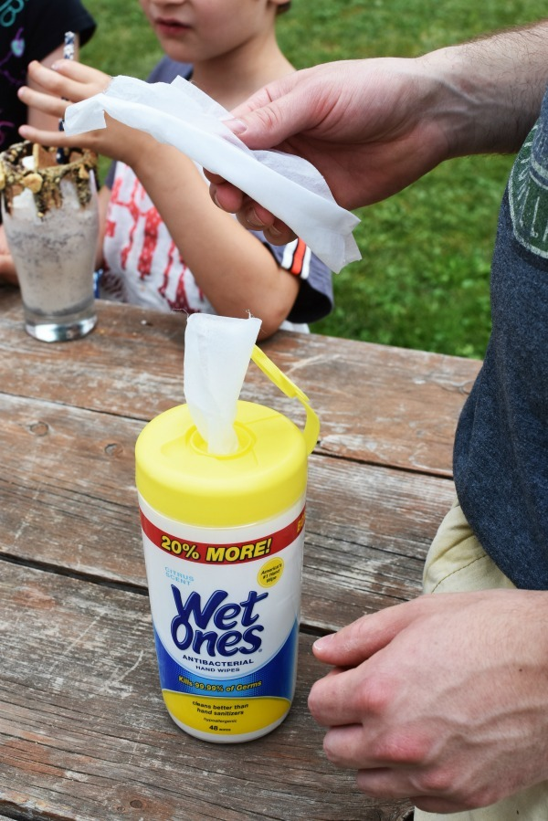 Wet Ones Wipes
