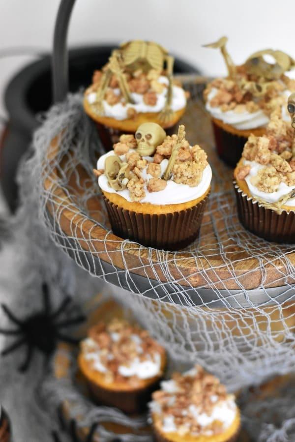 Skeleton Cupcakes1