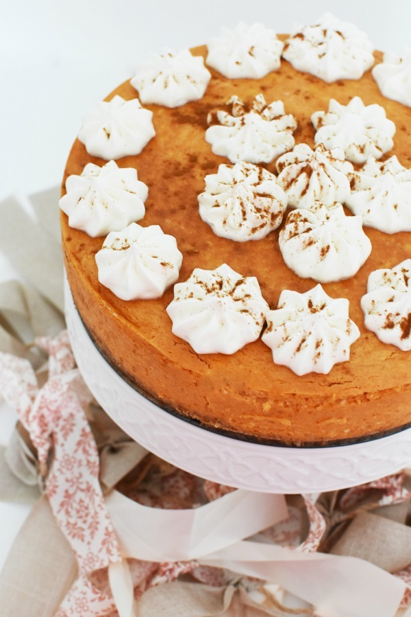 Pumpkin Cheesecake on cake stand1