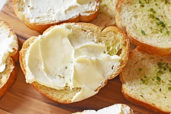Cream cheese Garlic toasts1