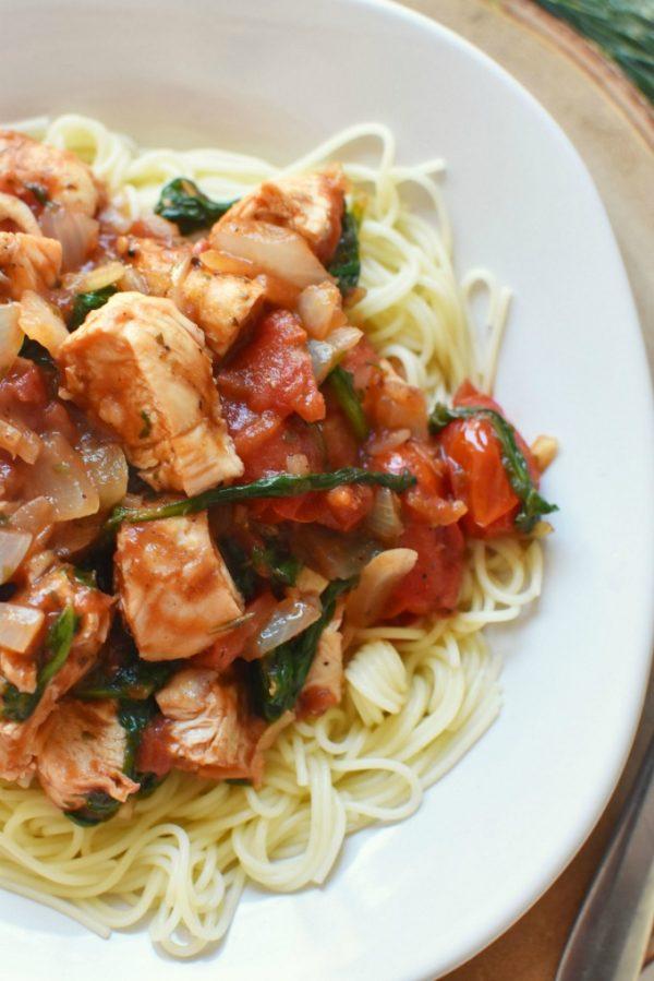 Chicken Tomato Spinach Onion Pasta1