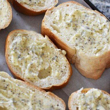 DIY Frozen Garlic Bread Slices1