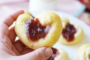 Super Quick Yummy Strawberry Danish Recipe- Just 4 Ingredients