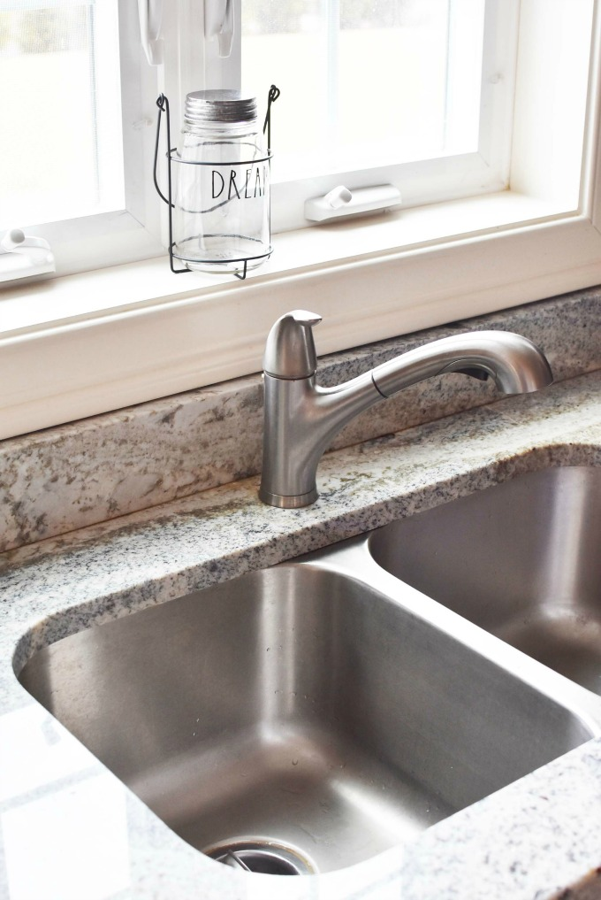 clean stainless steel sink1