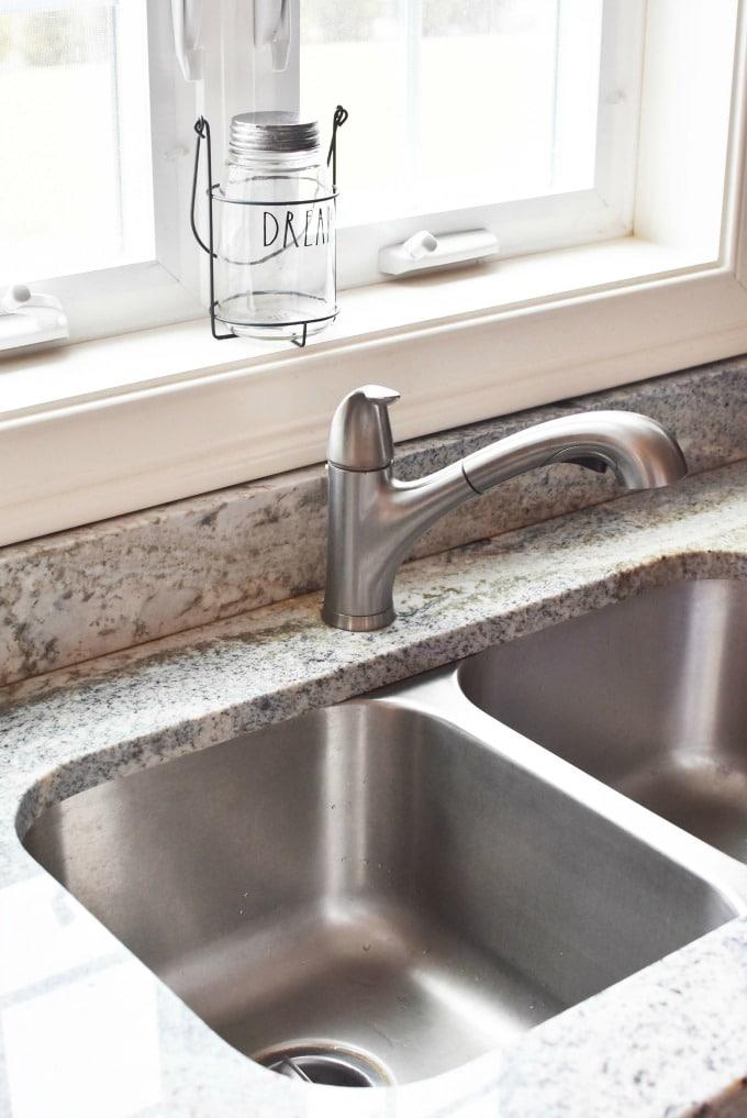 clean stainless steel sink1