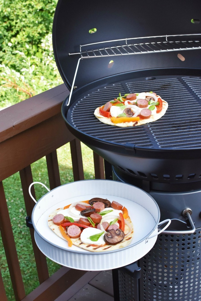 Grilling flatbread Pizza 1