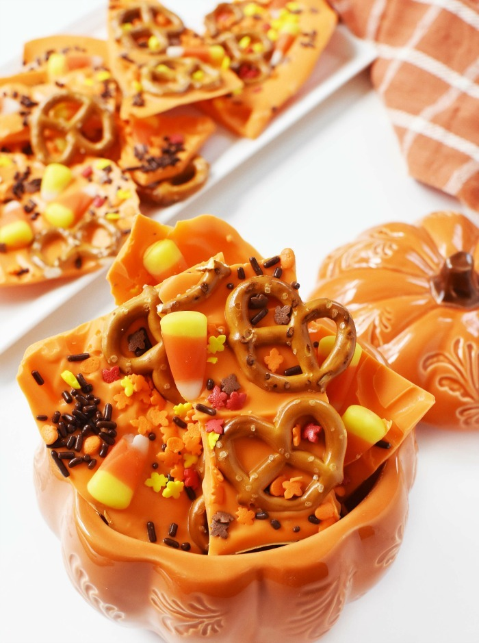 Candy bark with pretzels 1