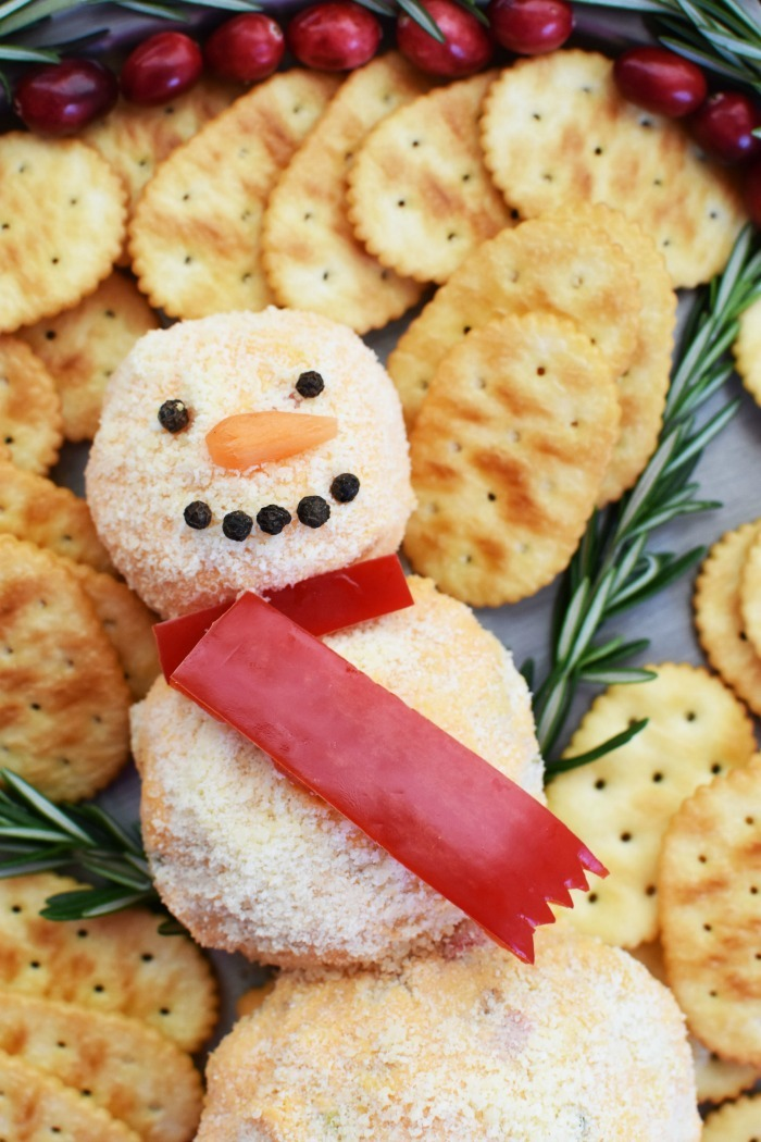 Snowman Pimento Cheese Ball 1