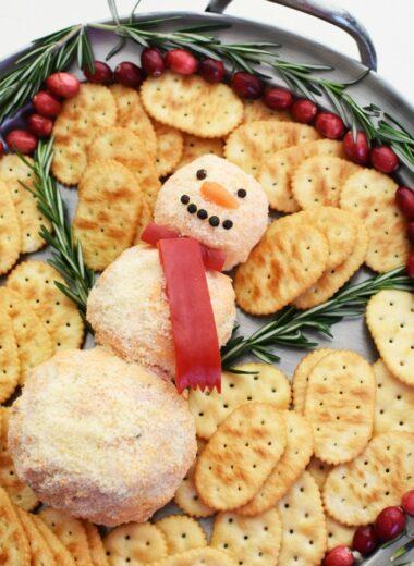 Snowman Pimento Cheeseball 1