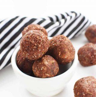 low-carb Almond Energy balls 1