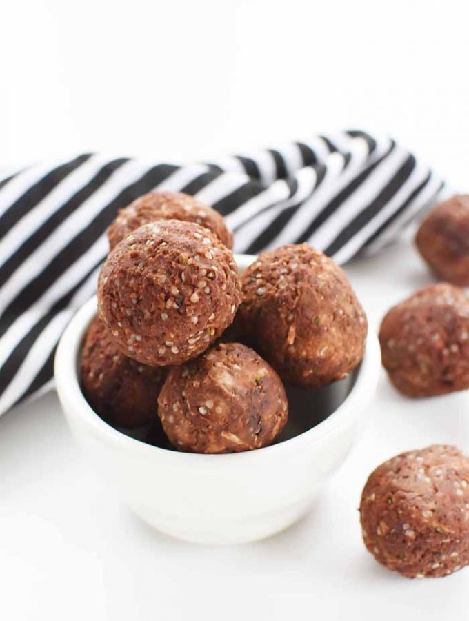 low-carb Almond Energy balls 1