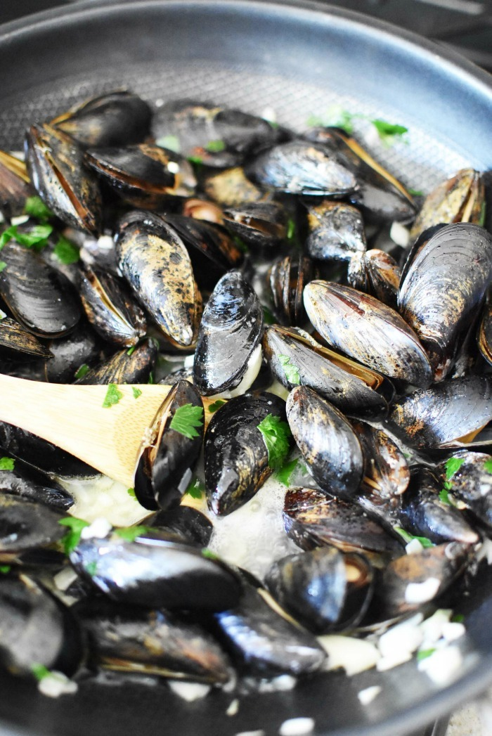 Mussels cooking with wine