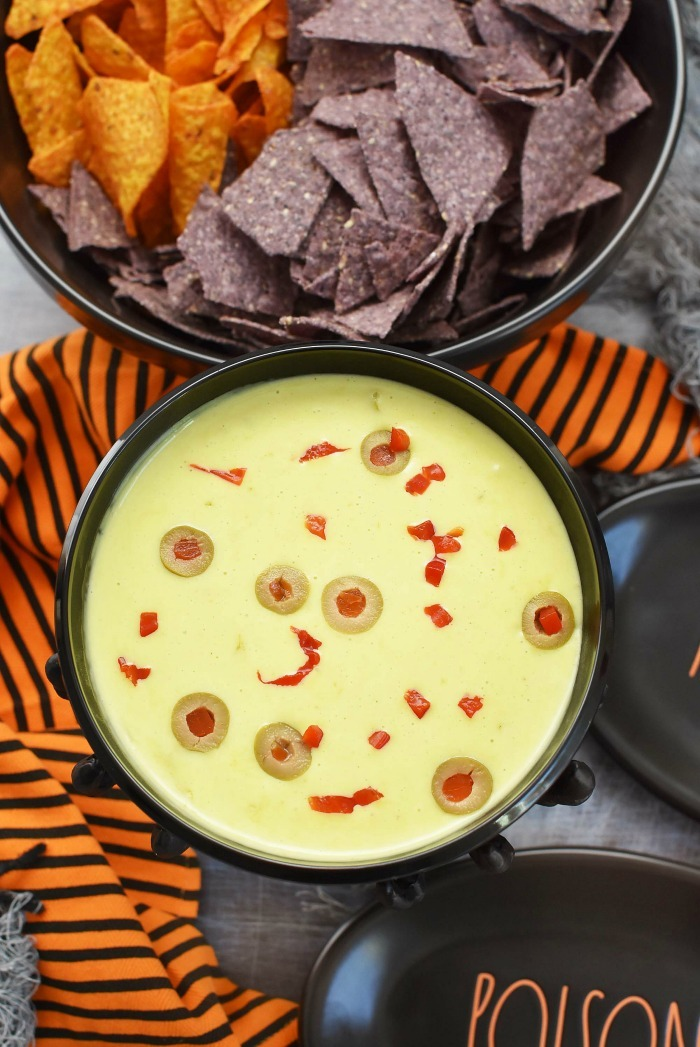 Halloween Queso con Chili