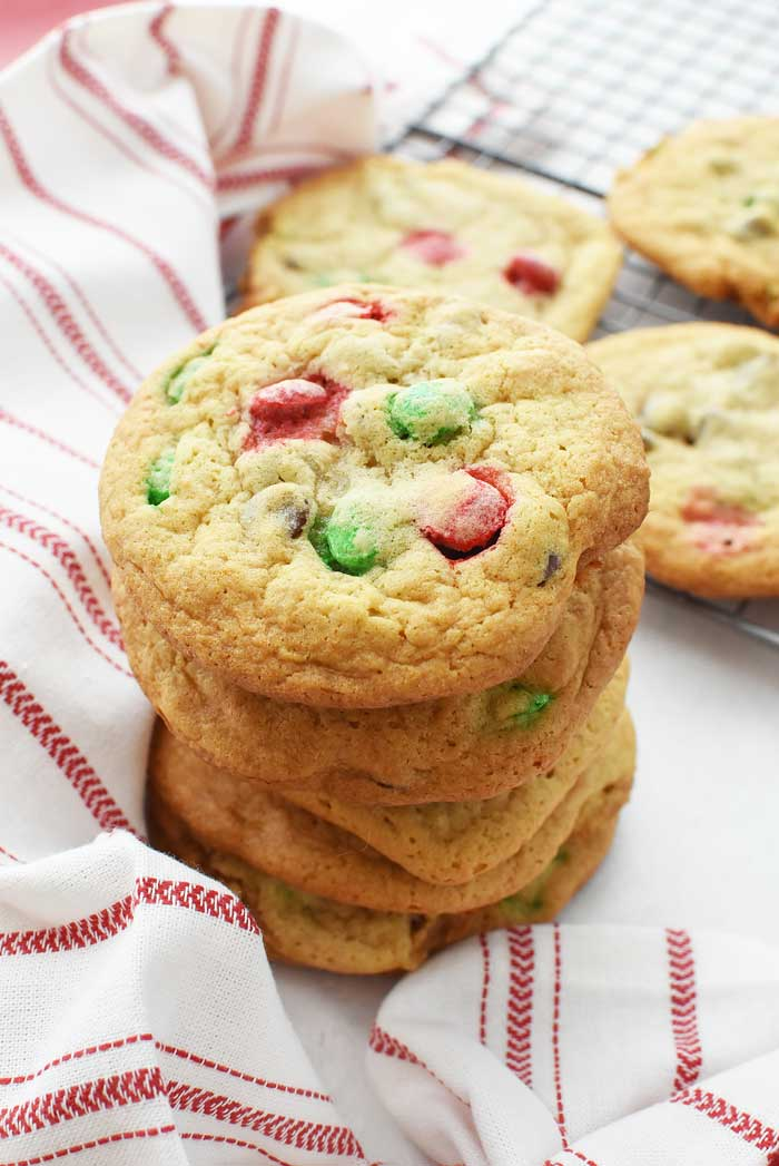 Jumbo-Chewy-Chocolate-Chip-Christmas-Cookies