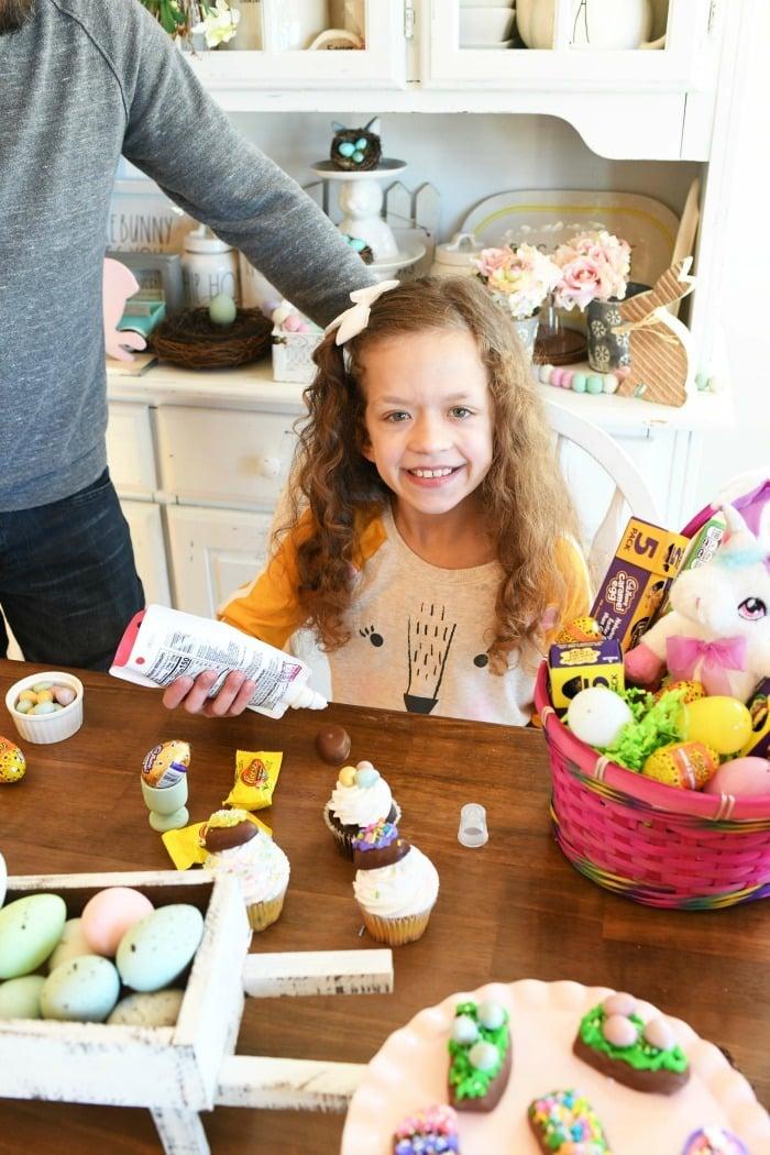 Kids Decorating eggs